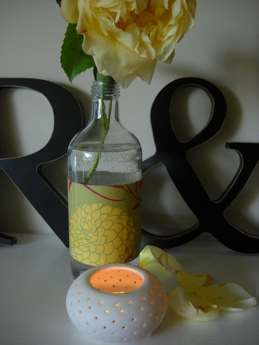 upcycling a glass to a vase using wrapping paper